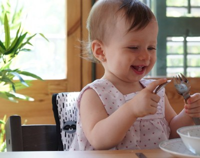 Is there a specific age to seat children in the high chair?