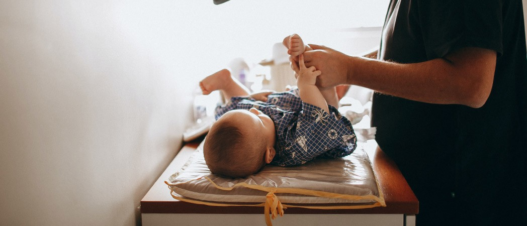 How do you know when the baby is ready to take off the diaper?